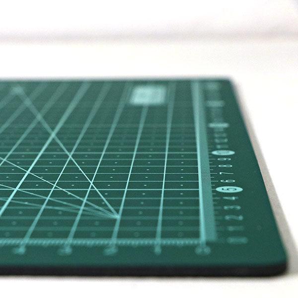 art-board-cutting-mat-self-healing-a4-close-up-3