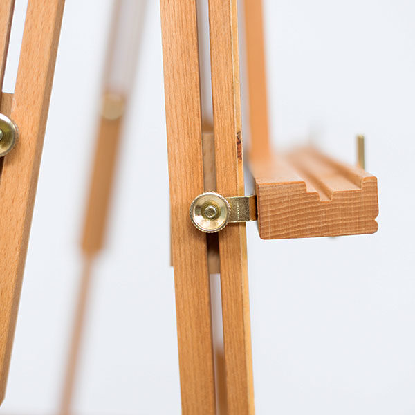 Wooden-French-Box-Style-Easel-Ledge-Close-up