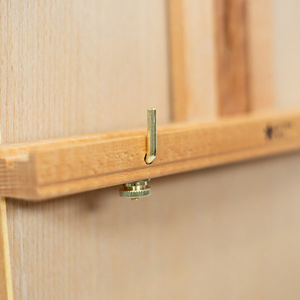 Wooden-French-Box-Style-Easel-Ledge-Tightning-Screw-Close-up