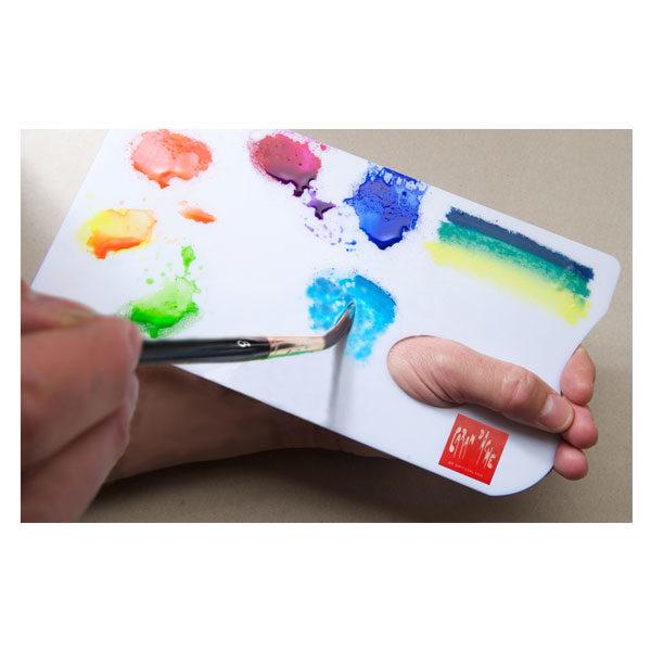 Palette-Aquarelle-In-Hand-CarandAche