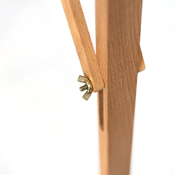 Bamboo-Easel-KB785-Close-up-of-legs