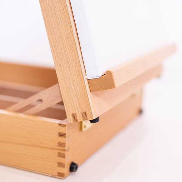 Open-Easel-Beech-KB30-with-Canvas-on-the-Rack-Closeup
