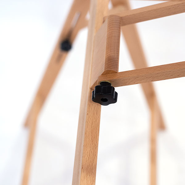 Close-up-of-Mont-Marte-Convertible-Studio-Easel-hinges