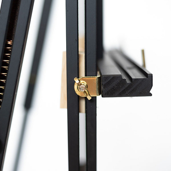 Mont-Marte-Black-French-Box-Easel-close-up-03