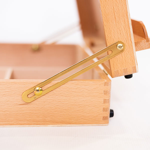 Mont-Marte-Tabletop-Beech-Box-Easel-close-up-of-the-ledge-and-hinges-02