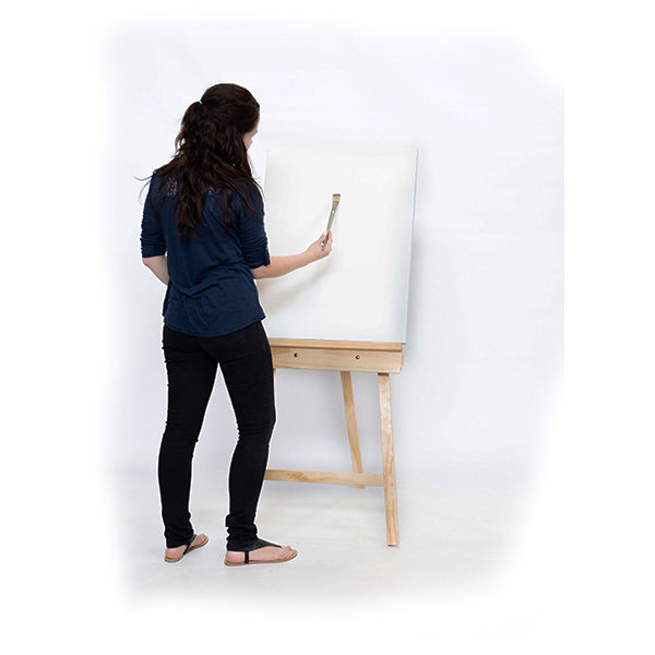Mont-Marte-Student-Pine-Easel-(122cm)-used-by-artist