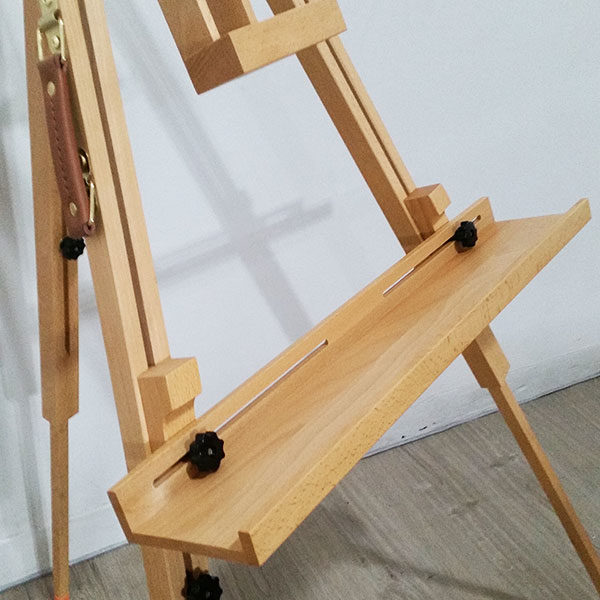 Tripod-Large-Beech-Easel-Mont-Marte-close-up