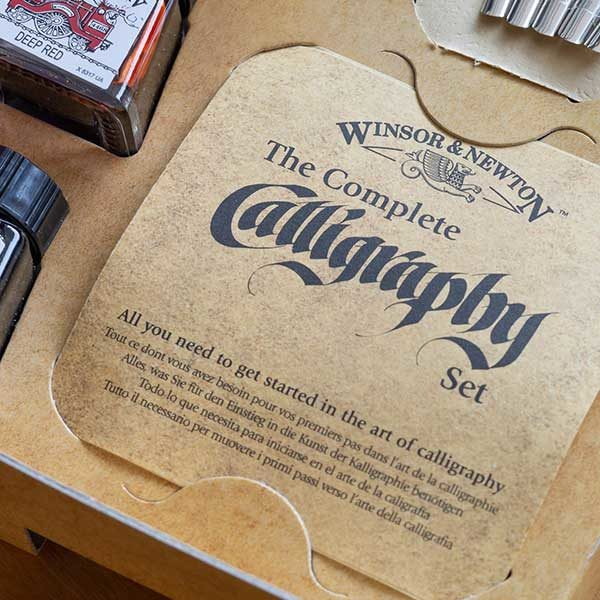 Close-up-of-Winsor-&-Newton-The-Complete-Calligraphy-Set
