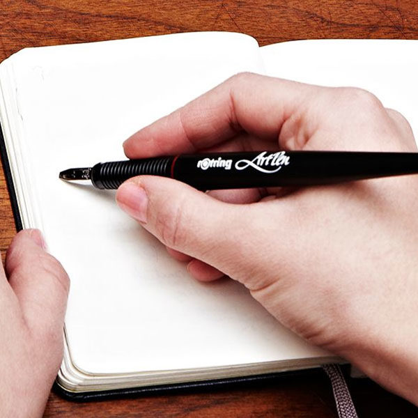 Rotring-ArtPen-Caligraphy-Pen-with-a-notebook