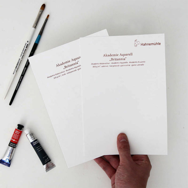 Hahnemuhle-Akademie-Aquarell-Britannia-Paper-A5-Sampler-in-hand