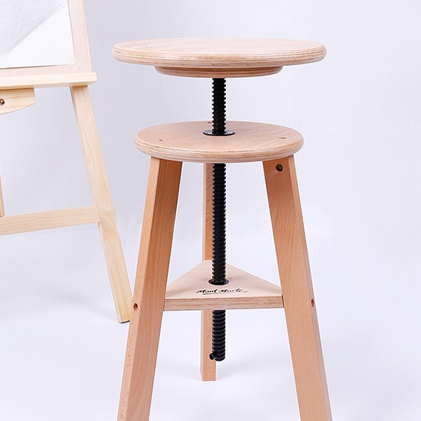 Mont-Marte-Easel-Stool-in-studio-with-a-easel-MEA0044_V01